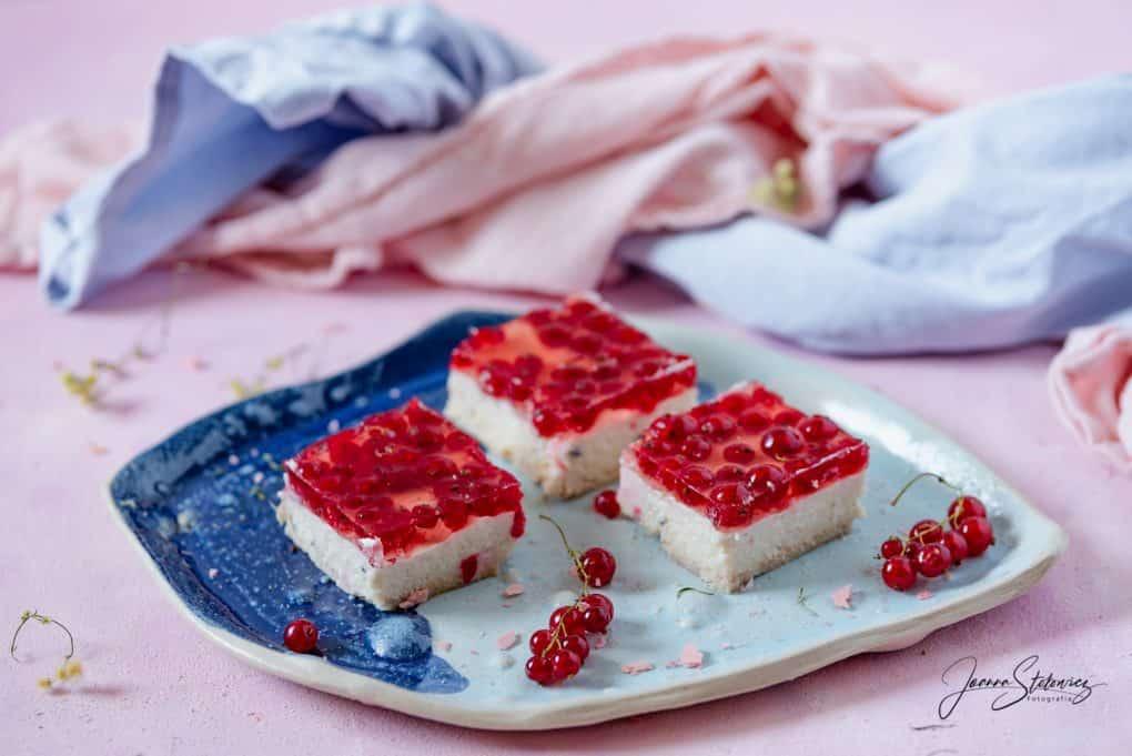 Ciasto bez pieczenia – grysikowe z galaretką i owocami