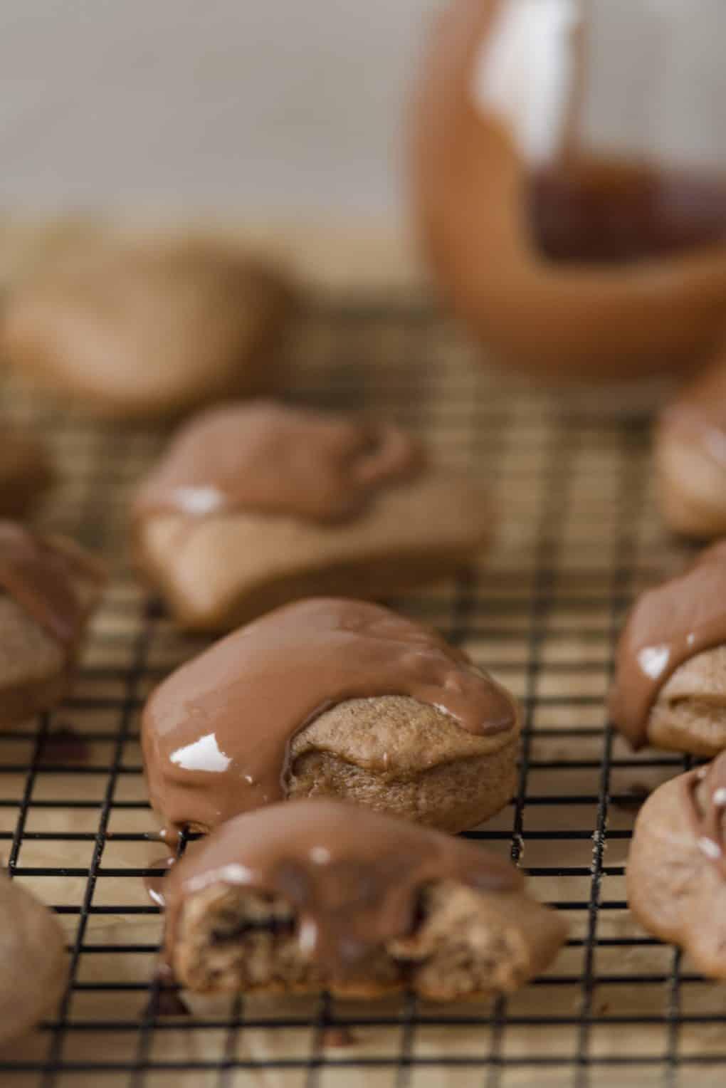 Miękkie nadziewane pierniczki w czekoladzie