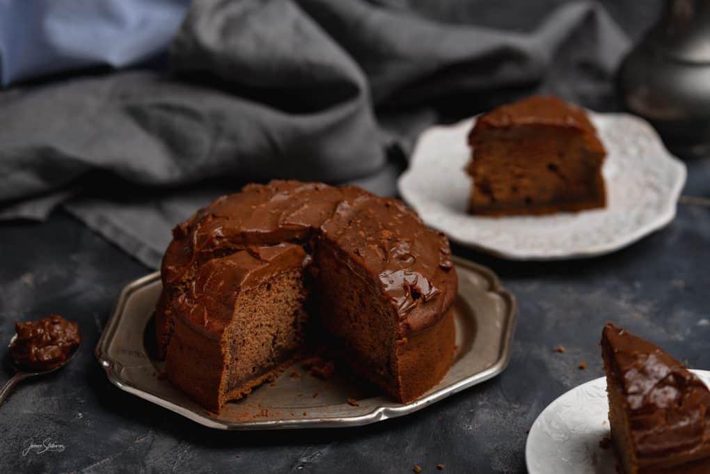 Ciasto daktylowo kawowe z polewą czekoladową